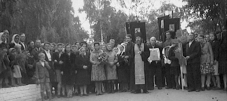 Fischbek, Germany late 40's: Nikifor Fedorov is holding the icon (first left of the priest)